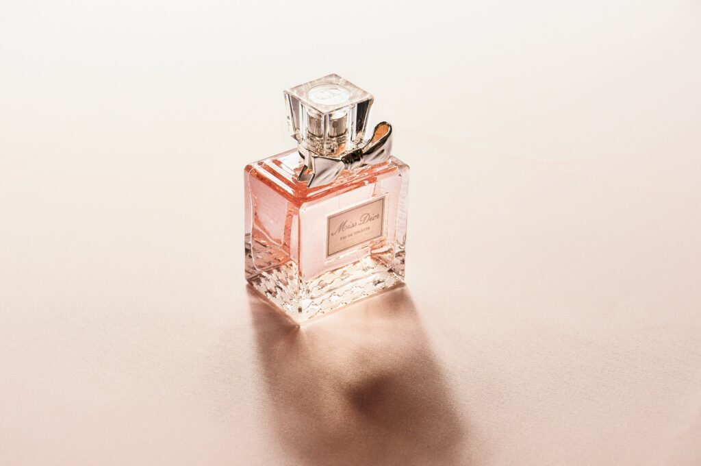 Perfume has a pleasant scent, an nice odor.